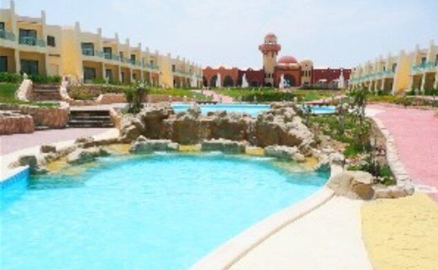 Hotel Pirates Gate Onatti Beach