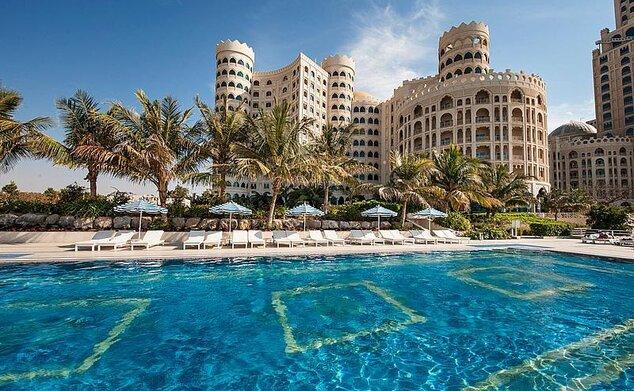 Al Hamra Fort Hotel & Beach Resort
