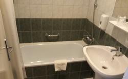 Hotelový pokoj - koupelna