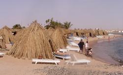 na pláži hotelu Jasmine Village