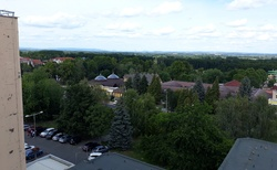 Pohled z hotelového pokoje na termální areál
