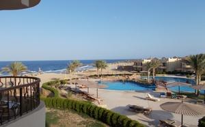 pohled z balkonu pokoje na moře