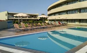 nová část hotelu s bazénem