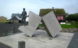 22 Miðvágs kommuna-MIDVÁGUR-SOCHA MIKKJALA DÁNJALSSONA Á RYGGIHO