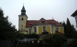 06 JESENICE Kostel sv. apoštolů Petra a Pavla