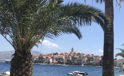 ostrov dýchá exotikou a historií