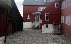 38 Tórshavn- TINGANES (VLÁDNÍ BUDOVY NA STARÉM MĚSTĚ) obr.3